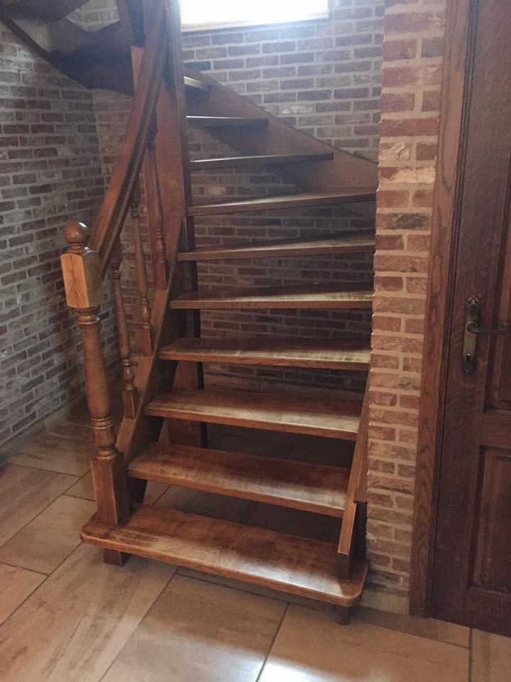 Schilderwerken en renovatiewerken 6 voordelen voor uw interieur - Interieur houten trap ...