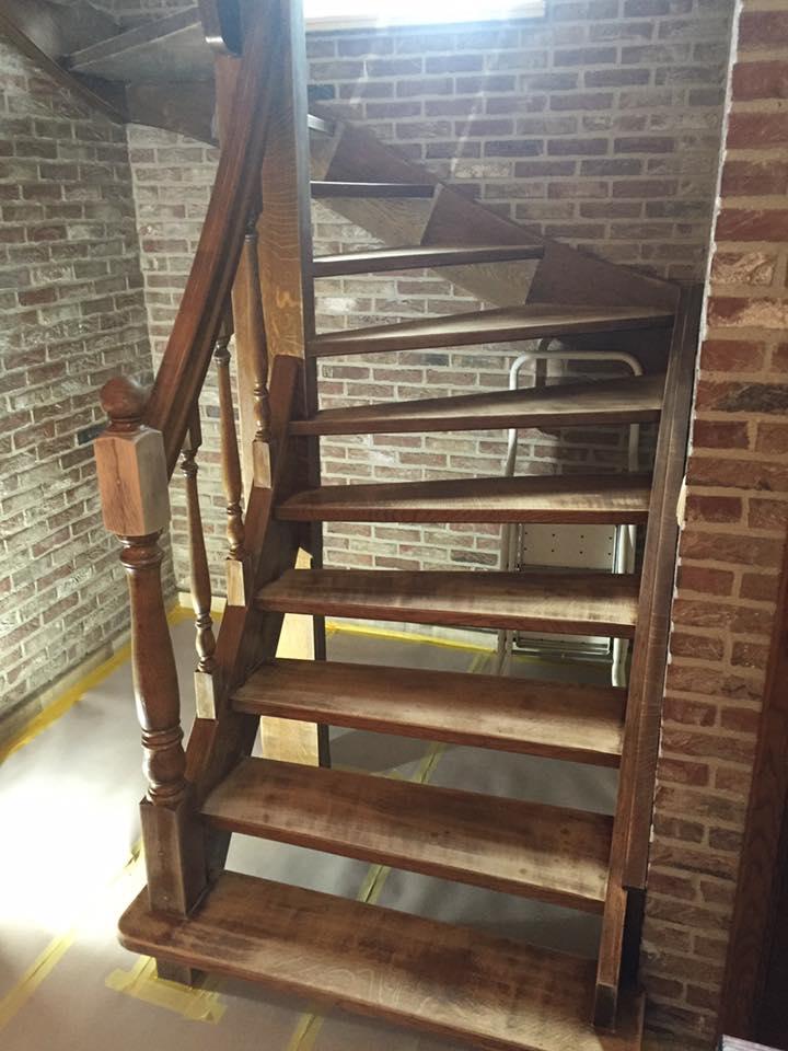 Schilderwerken en renovatiewerken 6 voordelen voor uw interieur - Geschilderde houten trap ...